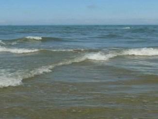 Este fenómeno es común en aguas poco profundas