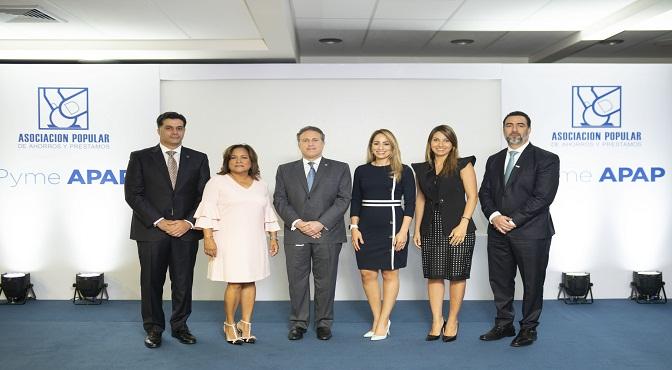 Neit Nivar, Nurys Marte, Gustavo Ariza, Alina Victorio, Sofía Antor y Fabio Báez.