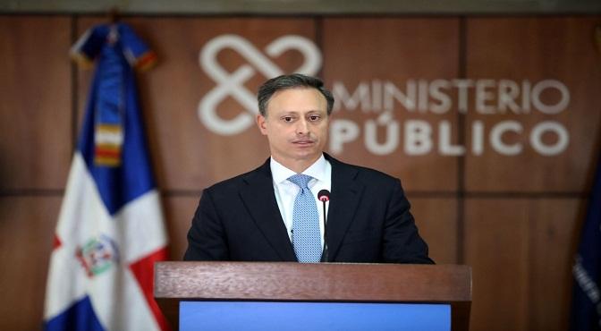 El procurador Jean Rodríguez dio la información al ofrecer declaraciones a la prensa en la sede de la institución sobre los avances del proceso judicial que se lleva a cabo en contra de este grupo de imputados.