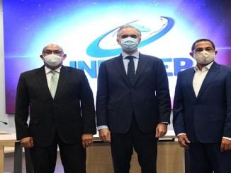 Rafael Santos, Luis Miguel De Camps y Rafael Ovalles, en el acto de juramentación del nuevo Director General del INFOTEP