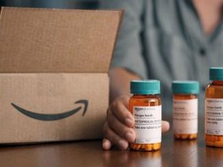 Envases de medicamentos con el logotipo de Amazon.