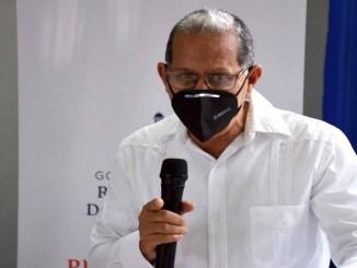 El viceministro de Ordenamiento Territorial, Domingo Matías, habla en el acto de firma de alianzas con las gobernadoras de las provincias de la zona fronteriza.