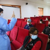 Dra. Marisol Genao explica el proceso de vacunación