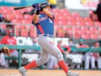 Melky Cabrera al momento de dar un largo doble por el center field en el octavo, productor de dos anotaciones, ante los Federales de Panamá.