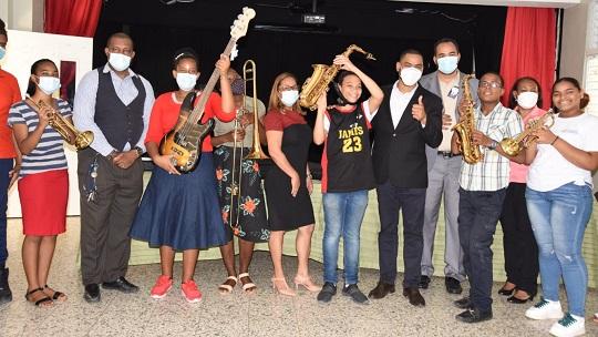 El Ministerio de Educación ha comenzado a entregar más de 12.000 instrumentos musicales, utensilios y materiales