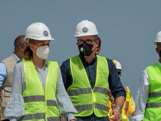 La vicepresidenta de la República, Raquel Peña, durante la visita al recién renovado Puerto de Barahona