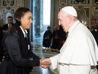 El Papa Francisco envía a través de la diputada Betty Gerónimo un mensaje a los dominicanos
