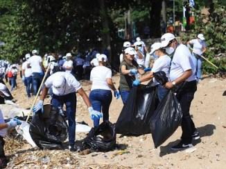 El gobierno lleva a cabo un día de recolección de basura en más de 100 playas y riberas de ríos para el Día Mundial de la Limpieza Costera