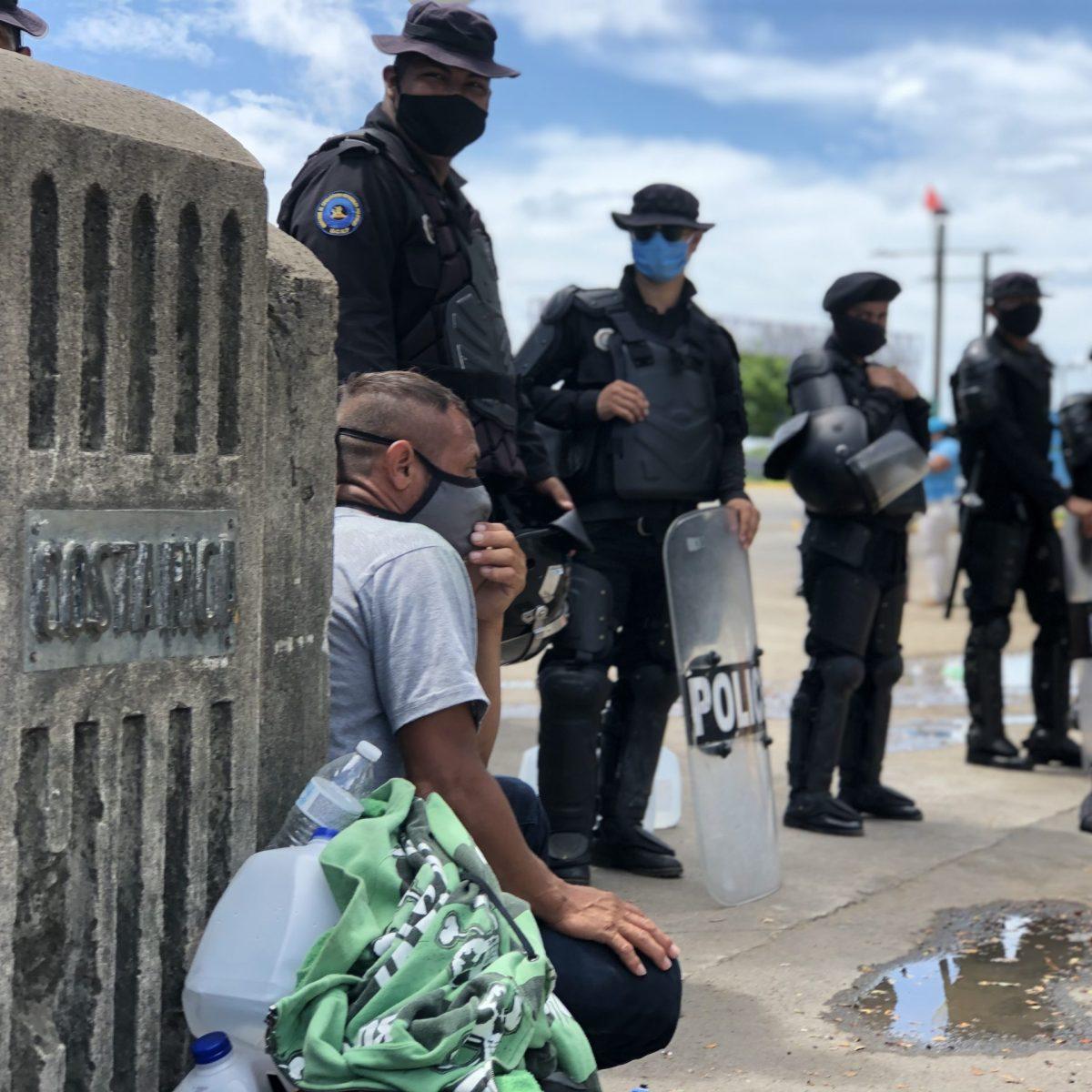 Nicaragüenses varados en Peñas Blancas