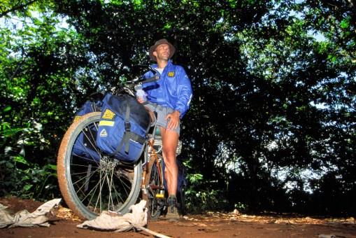 En vtt, dans la forêt de Guyane française