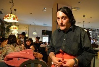 camareros-broma-actor-infiltrado