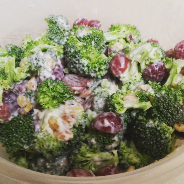 Broccoli Salad with Walnuts and Grapes {recipe}