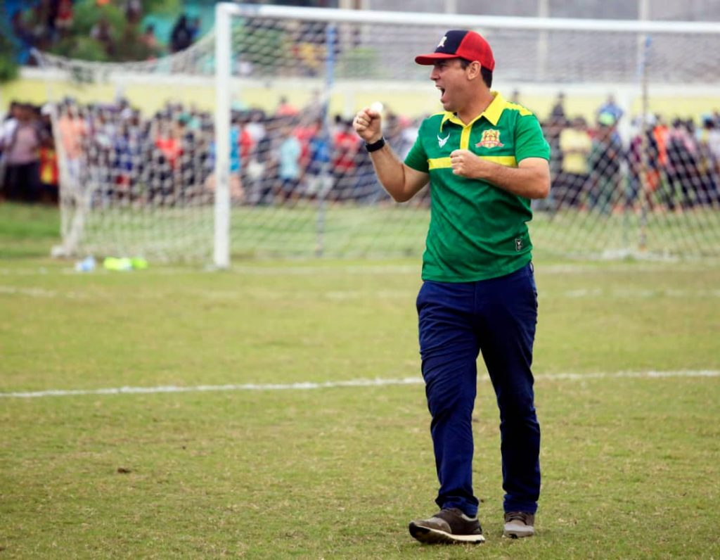 Coach Lalenok United, Simón Elissetche
