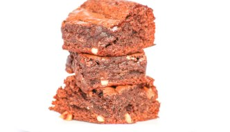 Fudgy Peanut Butter Marshmallow Brownies are addicting. An easy to follow recipe that bakes up in no time.