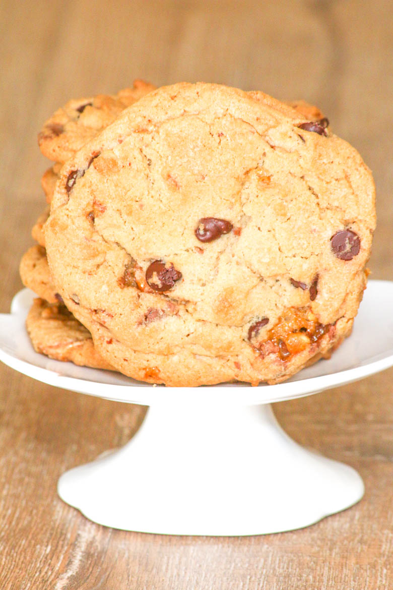 Snickers Chocolate Chip Cookies are going to be your next addiction? Candy and chips come together to become decadent and delicious!