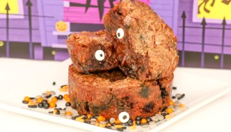 Gooey Halloween Brownie Cups offer you so many fun possibilities. Top them with scary ghoulish treats or happy holiday ones.