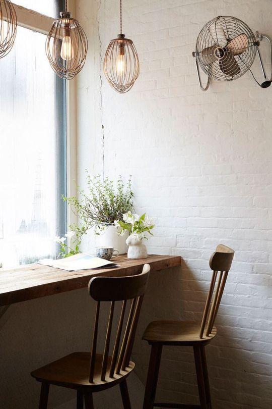 snack, espace repas sur tabouret, mur de brique style industriel ou bohème