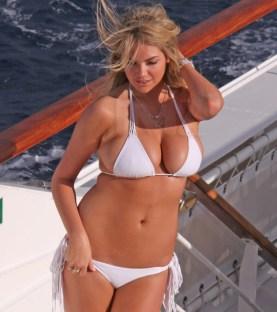 alessandra-ambrosio-kate-upton-bikini-03