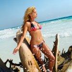 Sylvie-van-der-Vaart-Bikini-2013-02