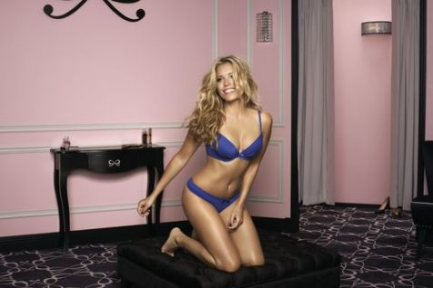 Sylvie van der Vaart Sexy comes in all Shapes 004