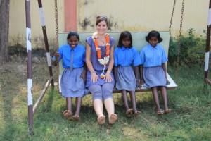 """Jour 66 : Visite de l'association """"une école à Bodhgaya"""" et rencontre avec notre filleule, Pravila…"""