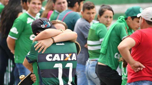 Crash d'avion en Colombie: un hommage poignant de l'Atlético Nacional