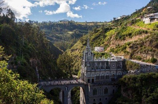 Le sanctuaire de Las Lajas est un lieu de pélerinage célèbre, situé dans la ville de Pereira dans le sud de la Colombie.