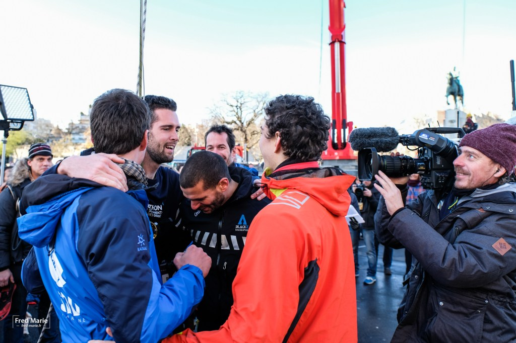 World record of highline in Paris Tour eiffel sdd