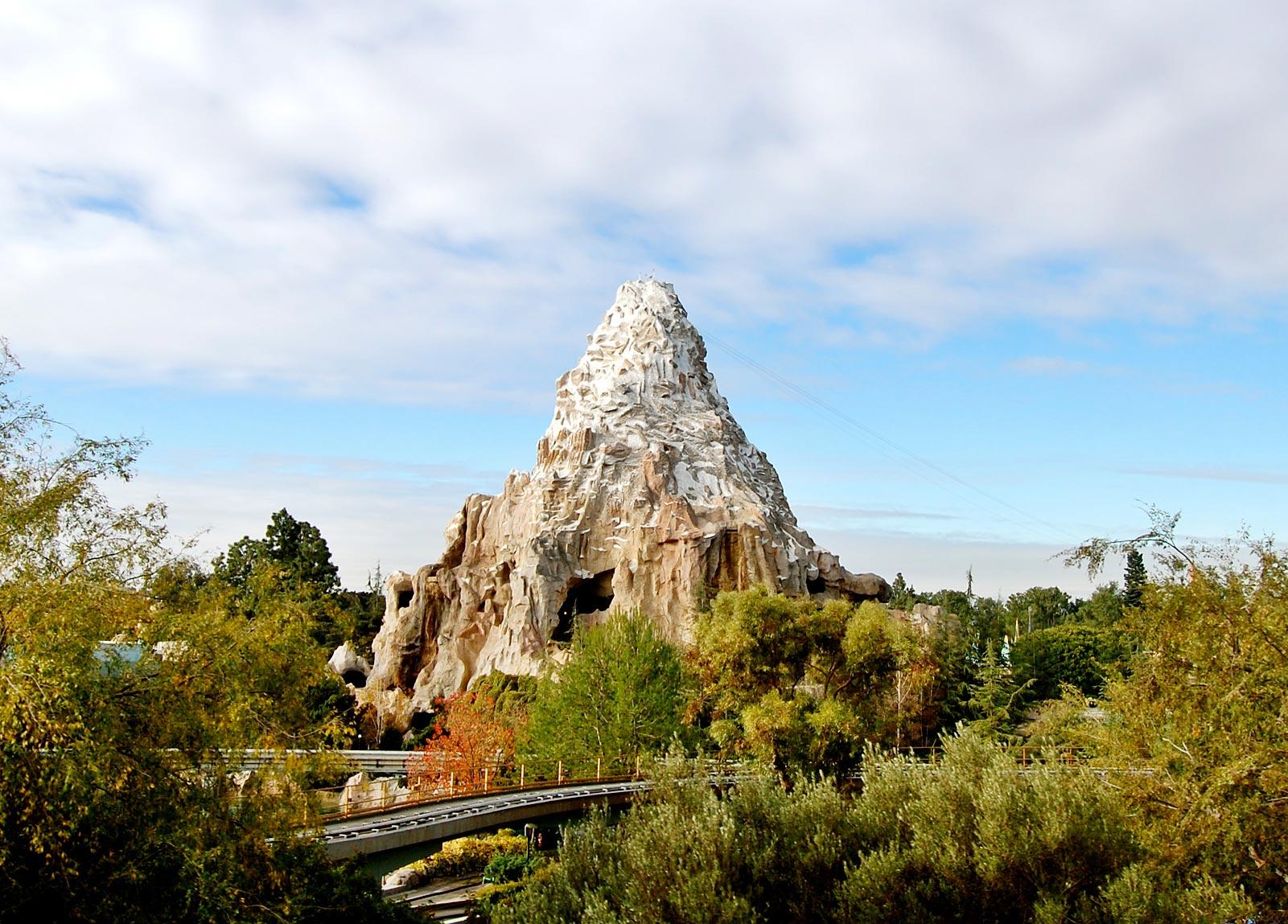 Review von matterhorn bobsleds (disneyland anaheim, anaheim) mit vielen fotos und hintergrundbericht. Matterhorn Disneyland Matterhorn Ride