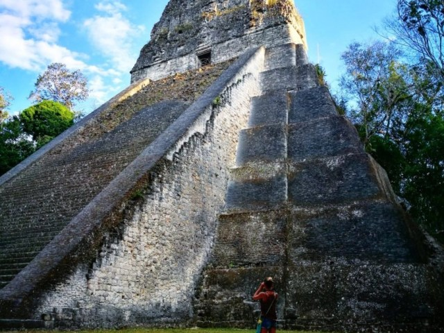 Guatemala backpacking - Visiting Mayan Ruins at Tikal