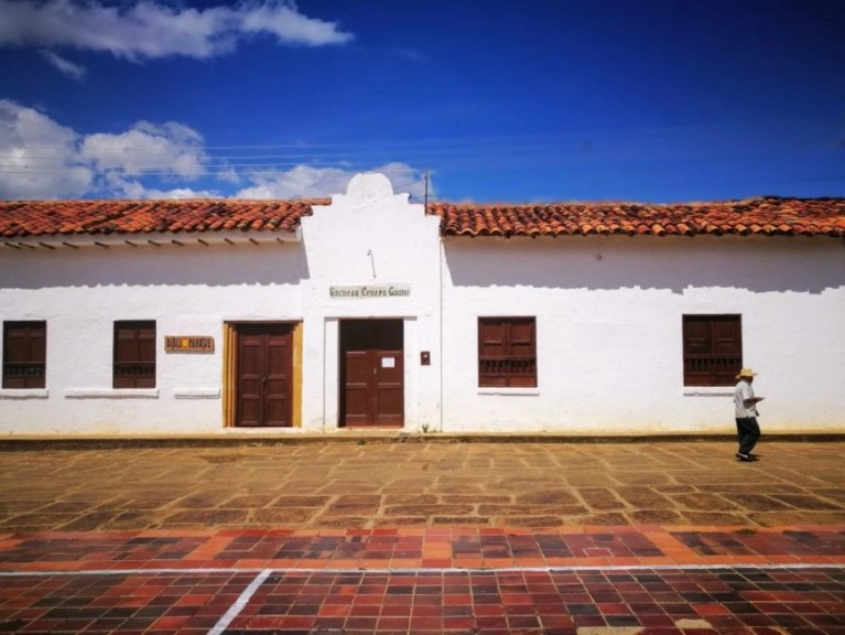 Escuela Local - El Camino Real, Colombie