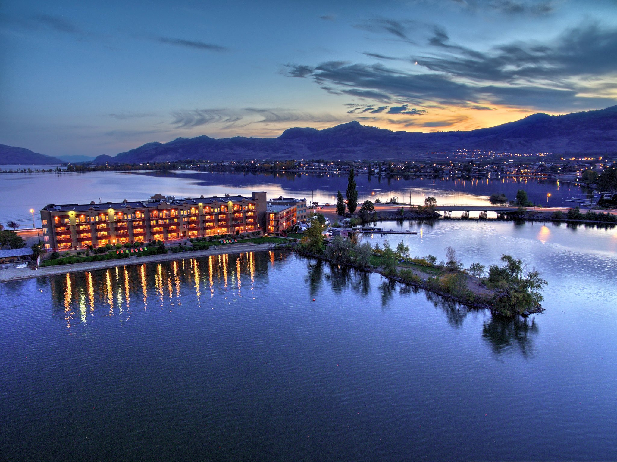 Holiday Inn And Suites Destination Osoyoos