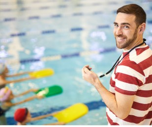 swimming-instructor-with-group-of children