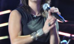 800px-Flickr_Martina_McBride_performing_in_2010_2