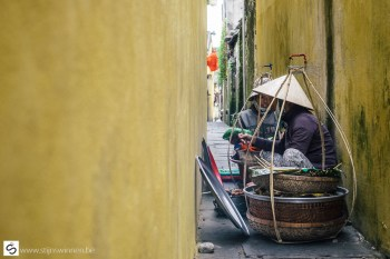 Preparing food in a narrow alleyway
