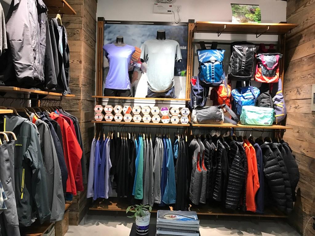 Produtos da China tem qualidade Loja com produtos Patagonia, jaquetas e mochilas