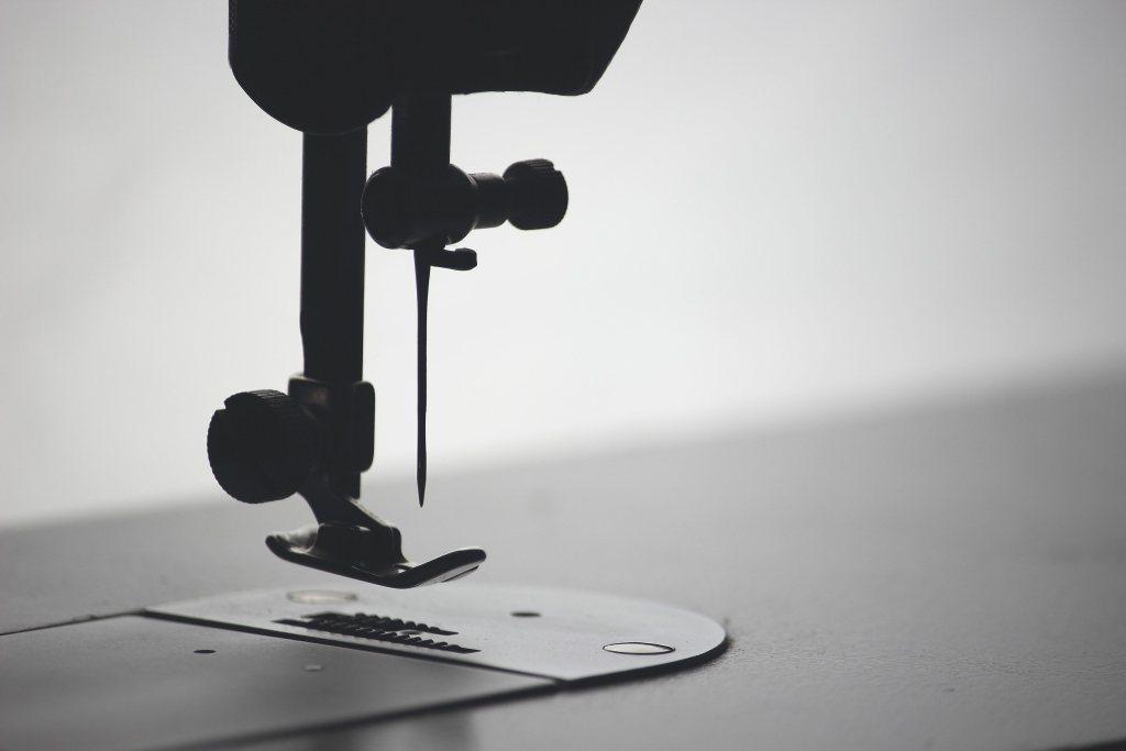 4 Dicas para Importar Tecidos da China Imagem de pé de agulha de máquina de costura industrial