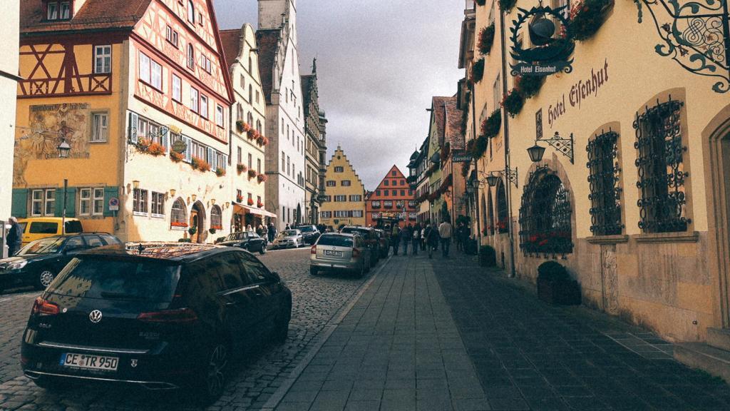 Retirada no porto os produtos importados Rua com belíssimas residências e estabelecimentos comerciais alemães