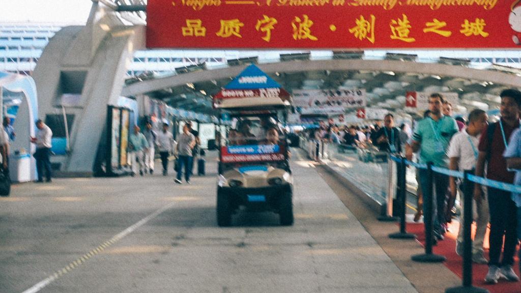 Custos fixos de importação Carrinho para transportar clientes em feira na China