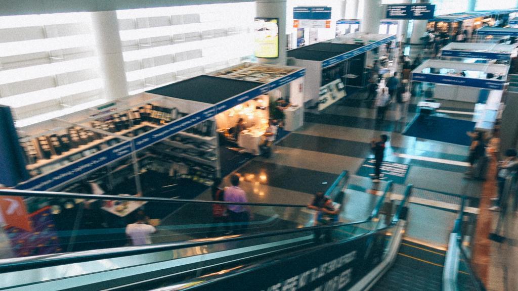 Como funciona a importação no Brasil Vista da feira de iluminação em Hong Kong