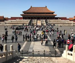 (product) Excursão privada de um dia a Pequim Turistas chegando para visitar templo na China
