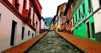 Ruas do Centro Histórico de Quito. Autor: Boink sob licença Creative Commons Attribution Share-Alike 1.0