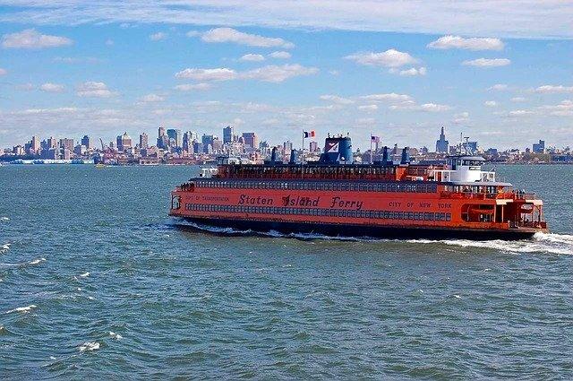 Ver Nova Iorque através do ferry de State Island