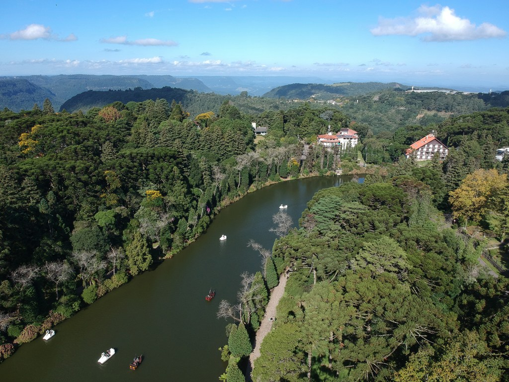 Melhores passeios na Serra Gaúcha - Lago Negro
