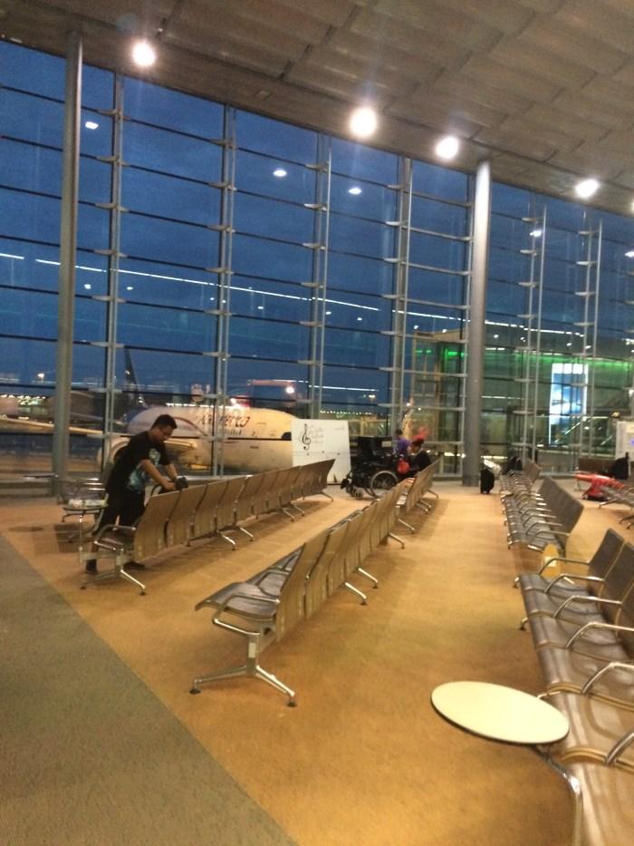 Anoitecendo no Aeroporto Charles de Gaulle. Foto: GGOP / Blog Destinos por onde andei...