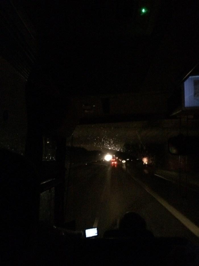 Pegando a estrada já à noite. Foto: GGOP / Blog Destinos por onde andei...