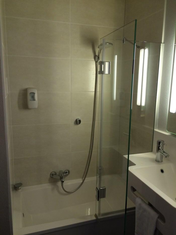 E a ducha bem ao estilo francês. Foto: GGOP / Blog Destinos por onde andei...