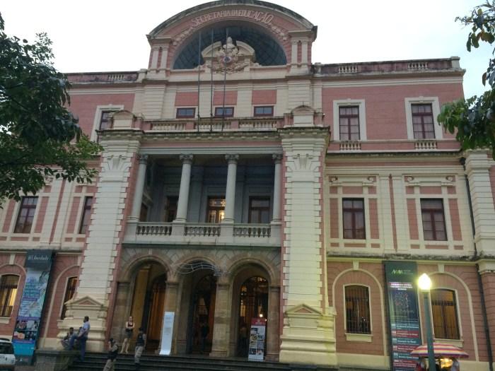 O famoso Prédio Rosa abriga o MM Museu Gerdau
