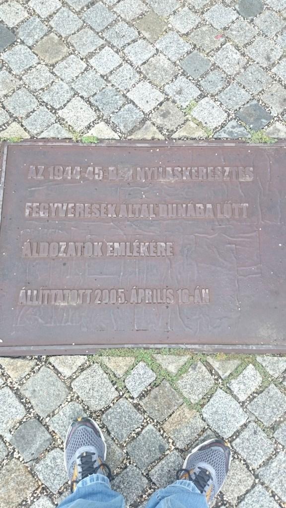 Uma das placas em húngaro