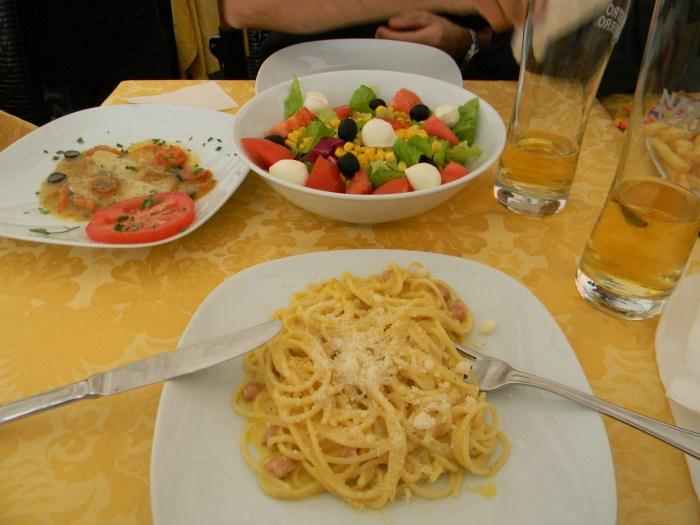 Espaguete à Carbonara em plena Piazza Navona